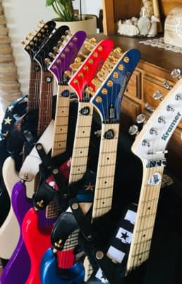 la coleccion de guitarras kramer de el amir con accesorios schaller