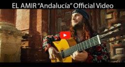 el amir interpretando guitarra flamenca en su video oficial del single andalucia