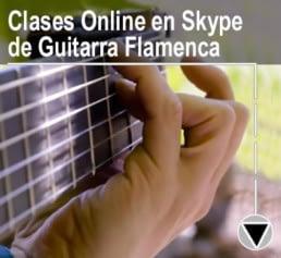 primer plano de el amir tocando guitarra flamenca